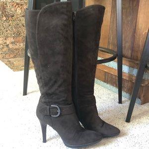 Worthington zip up Brown suede boots size 8 1/2